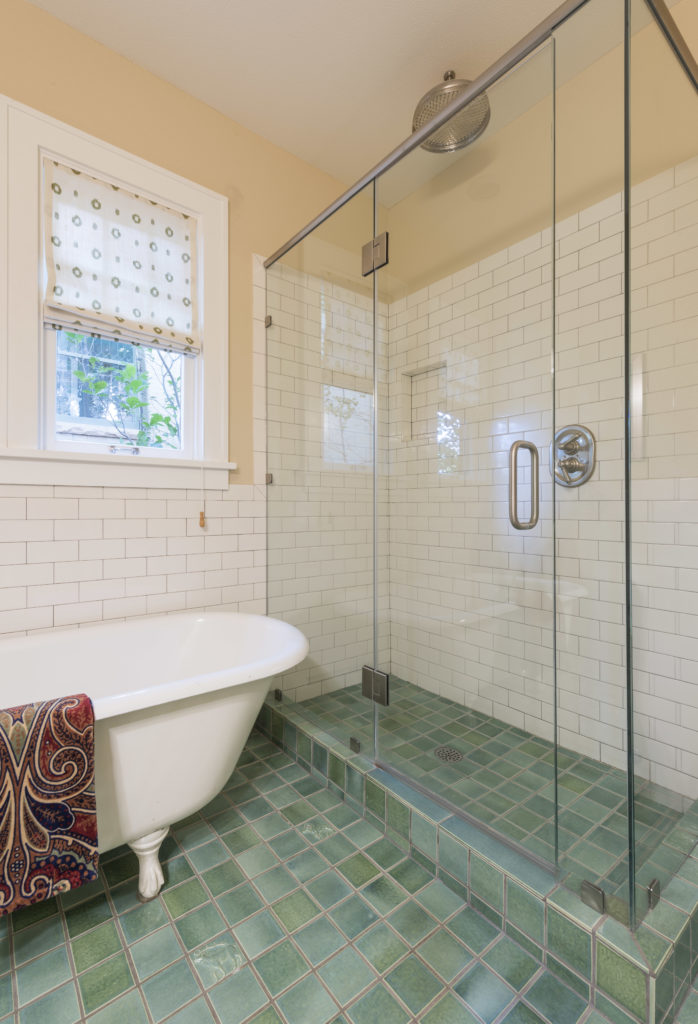 Main-Level-Bath2-1-698x1024.jpg