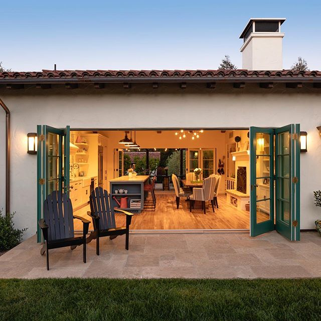 we are definitely looking forward to warmer and less windy days so we can enjoy more outdoor time!  #outdoorliving #indooroutdoorliving #indooroutdoorspaces #carpinteria #summerland #montecito #santabarbara #hoperanch #powellelectricinc  Photographer: Jim Bartsch  Architect: @appleton_architects  Contractor: @ddfordconstruction