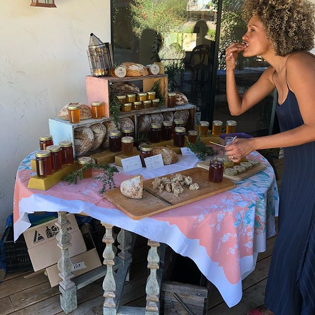 Many thanks to @pitiabikinis and @kayaverruno for hosting a joint table of 🍯 and topanga baked sourdough bread made by ryland & @amarakitchen cookies.
