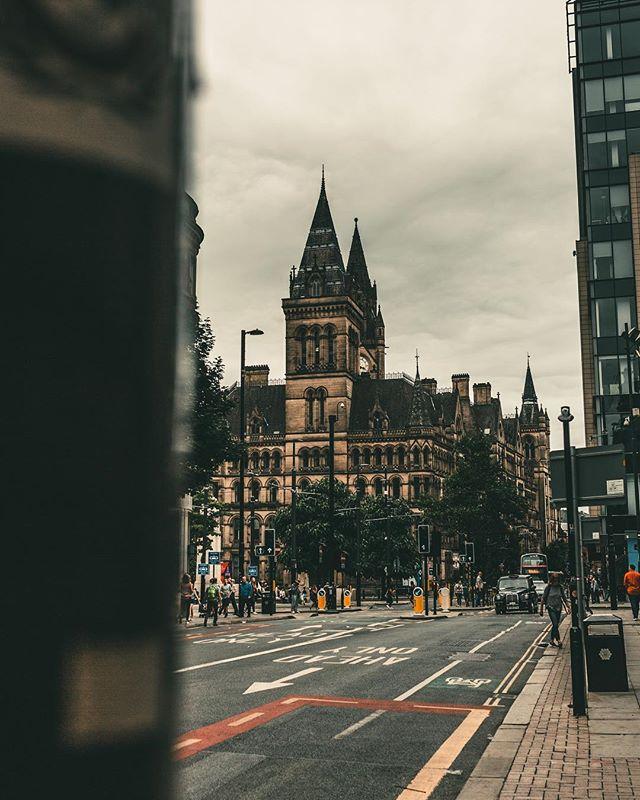 Manchester is beautiful right? 😍 . . . . . #bravogreatphoto #portraits_shots #contestcaromicc #kdphotogallery #ongoingpro #creativecontentbuilders #bestukpics #portraitsshotz #FTMEDD #NatureMag #portrait_dev #MoodyPorts #theportraitpixel  #ftmedd #fstopfm #buildandbloom #portraitsfromtheworld #BravoPortraits #endlessvisionmag #modelingphotography #TeamCanon #cityscapevisionaires #Featuremeseas #bodylanguage_bnc #seakingthestars #thevisualvogue #paraisofotografiico