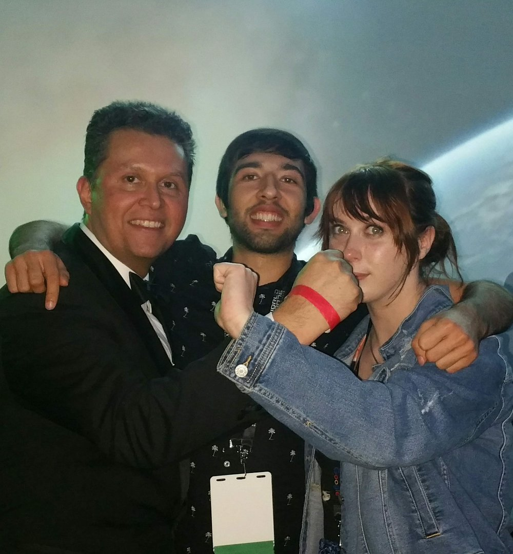 John Picacio, Gonzalo Alvarez, and Grace Chadwick at the Hugo losers party (Sent by Gonzalo Alvarez; photo by Anonymous, taken on Gonzalo's phone)
