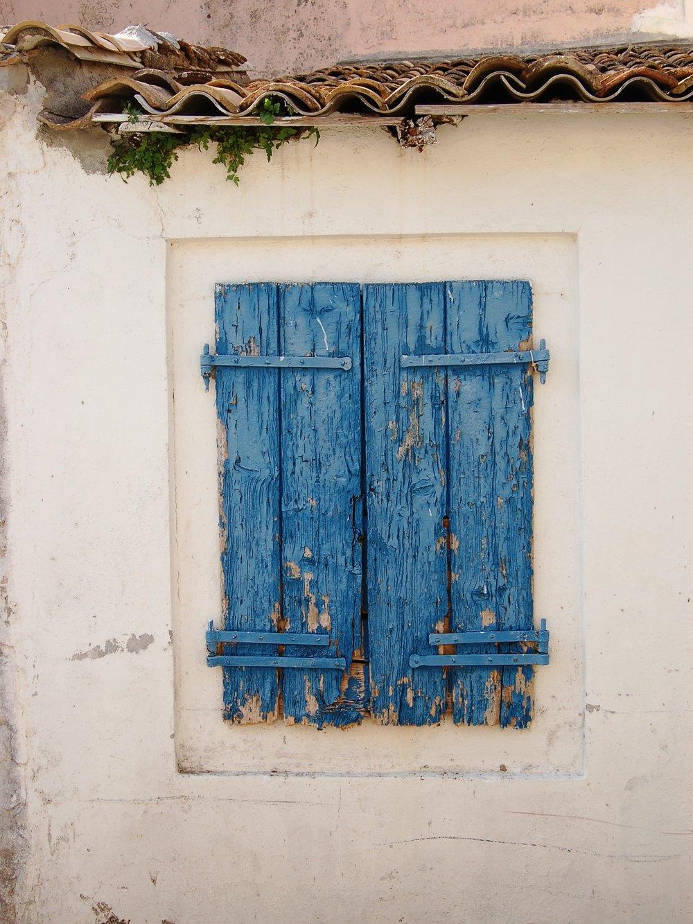 blue-shutters-greece
