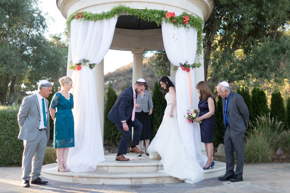 Dana&Mike_WeddingPreviews-016.jpg