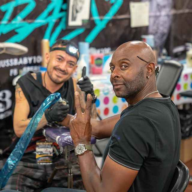 NFL royalty dropped by the fairgrounds this weekend! The San Jose Tattoo Expo was the perfect place for @thejerryrice80 to get some new ink. How do you think his tattoo came out? We think it's the Greatest Of All Time! 🐐 Ink by @skanarts. Photos by @dinabelova #sanjosetattooexpo #sanjosetattoos #bayareatattoo #bayareatattooartist