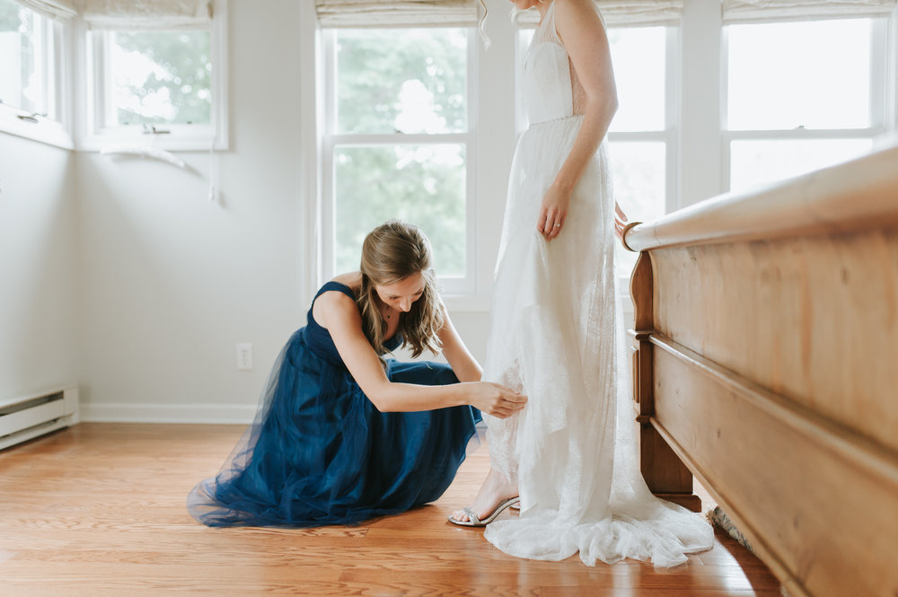 CT wedding_bride and sister getting ready.jpg