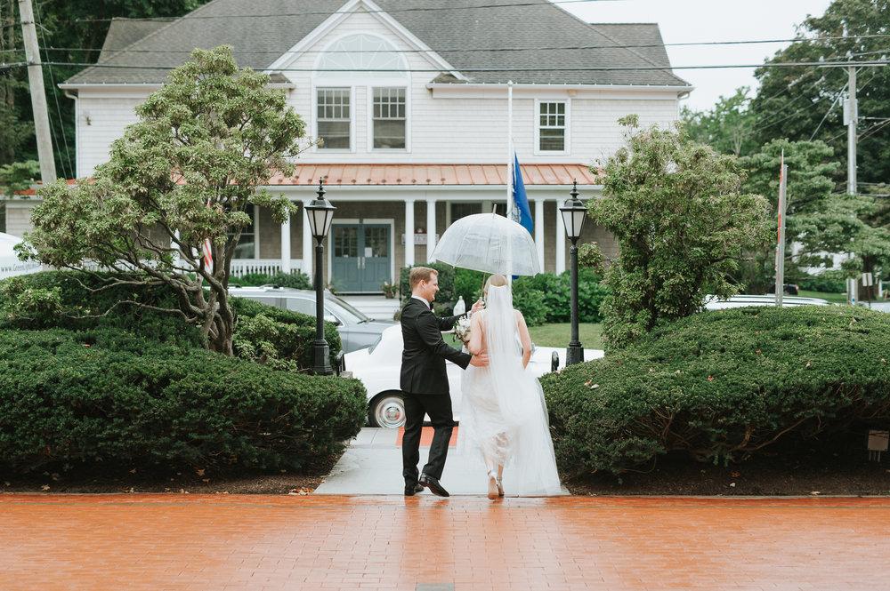 CT rainy wedding photos_silver spring country club wedding.jpg