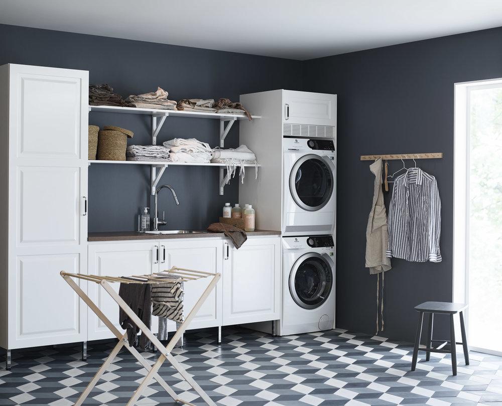 Bildtext som beskriver hur fint det kan bli i tvättstugan efter en renovering. Foto: INR