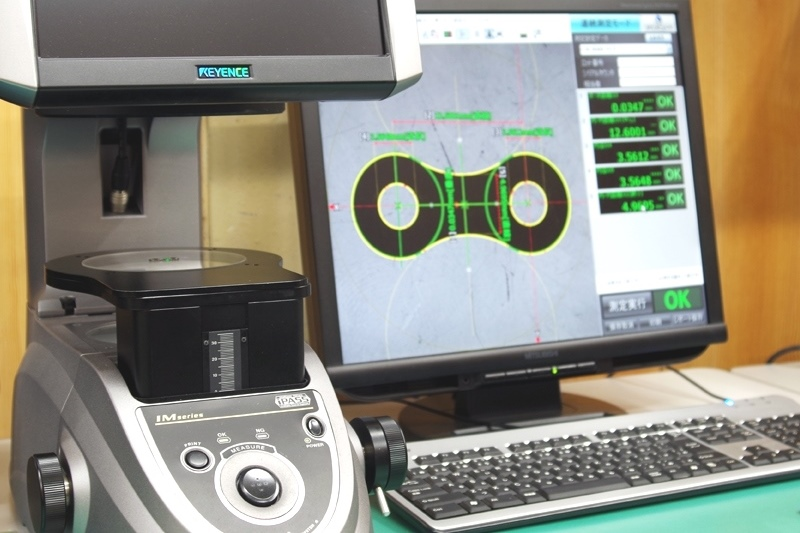 Precision microscopy is used to ensure all chains are manufactured according exactly to specification.
