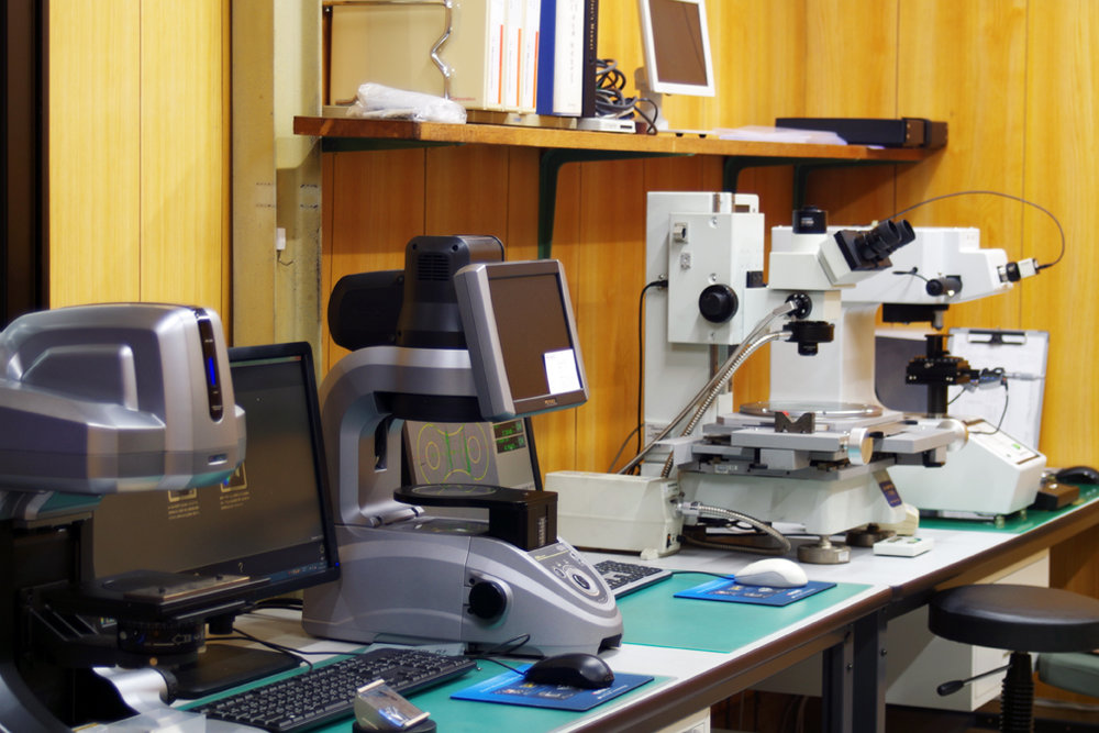 Our in-house quality control laboratory features precision scientific instruments to inspect all chains.