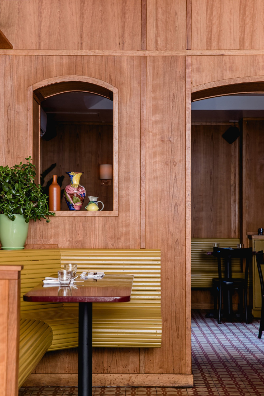 3_cervos-nyc-banquette-interior-erin-little-1466x2199.jpg