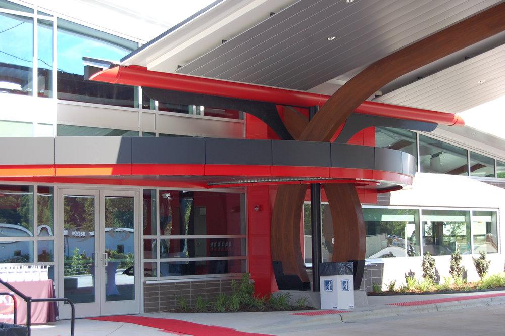 06 - canopy from passenger building to bus slips.JPG