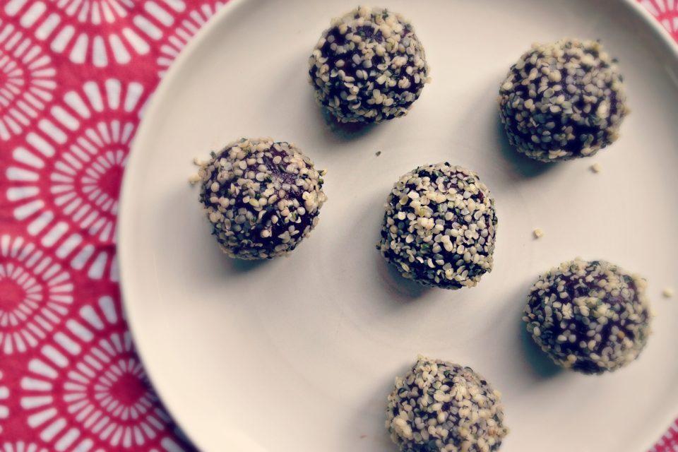 10 Minute Hemp Chocolate Energy Balls