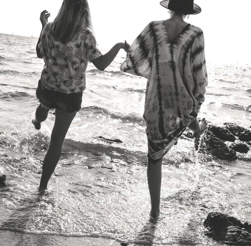 women-beach-black-white.jpg