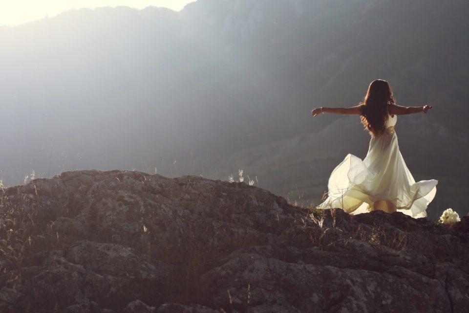 dance-lady-white-dress--960x640.jpg