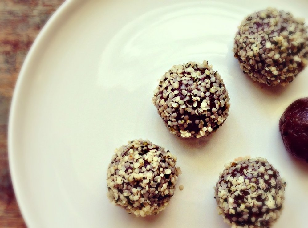 chocolate-hemp-balls-2.jpg
