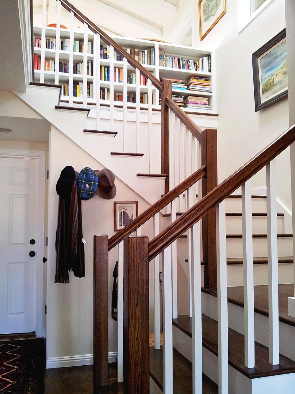 5-staircase-landing-banister-bookshelf-dee-carawan.jpg