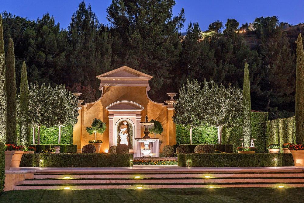 7-night-backyard-fountain-statue-carawan-dee.jpg