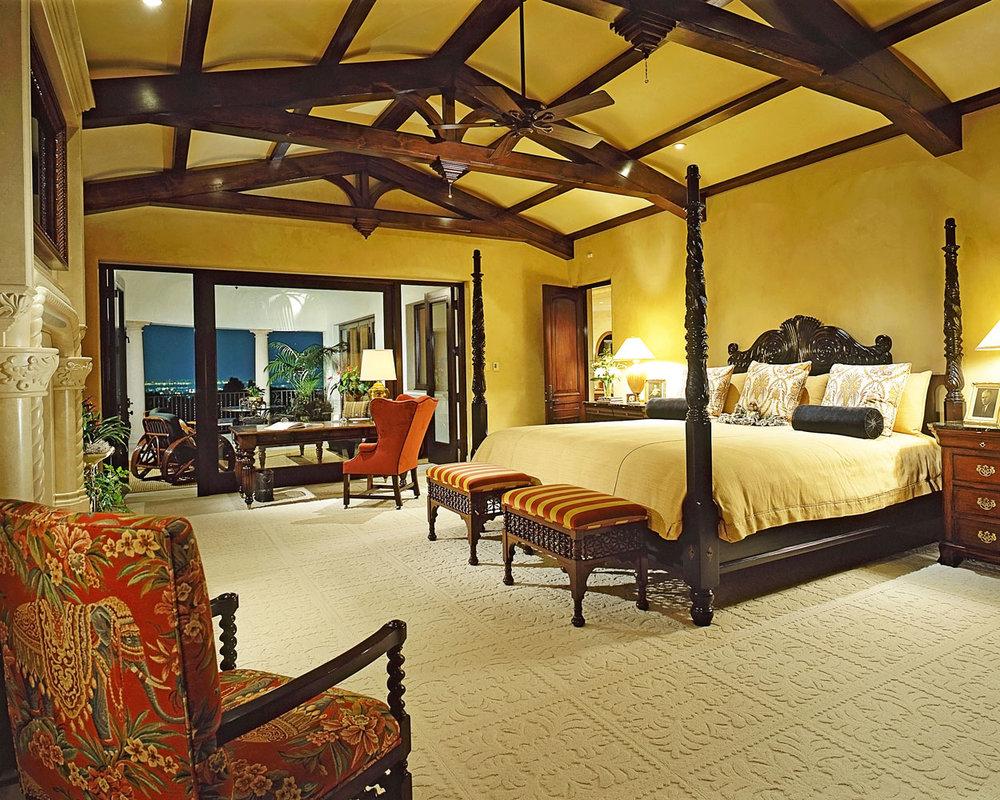 6-Dee-Carawan-master-bedroom.jpg