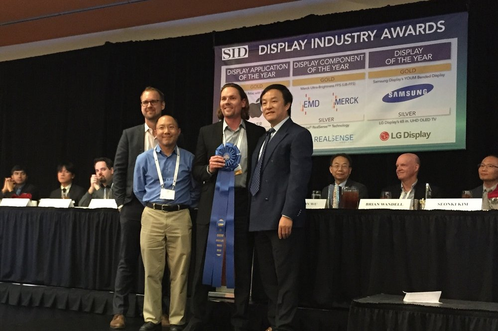 SID Awards Chair and Apple Vice President of Display Engineering, Wei Chen, presents the SID Best in Show Award to Nanosys' Russell Kempt (VP of Sales & Marketing), Ernie Lee (Senior Engineer) and Jeff Yurek (Marketing) at DisplayWeek 2015.