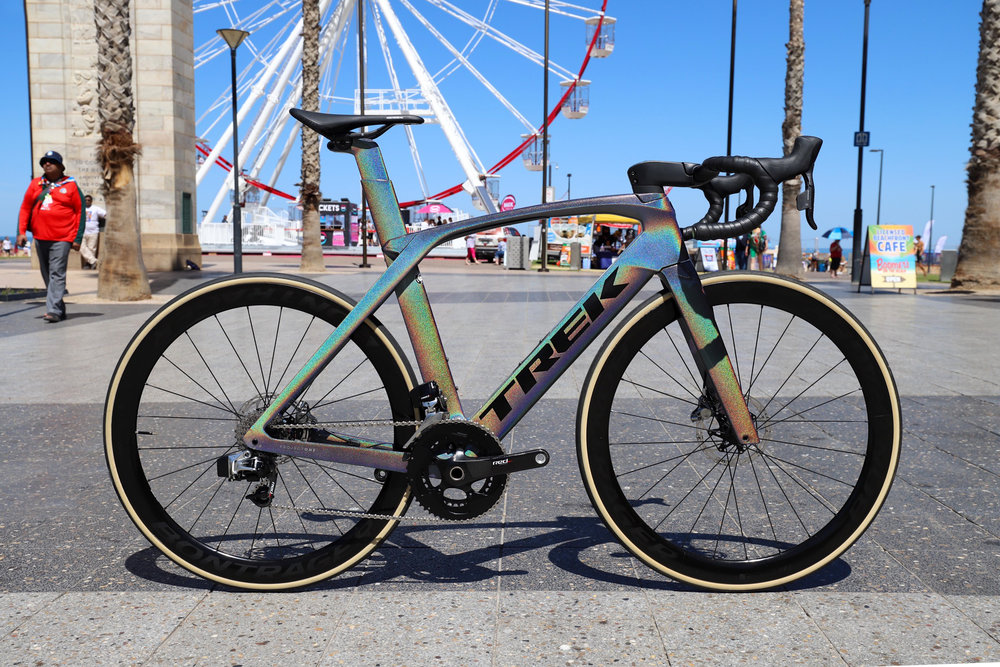 Madone SLR 9 Disc, Prismatic Pearl