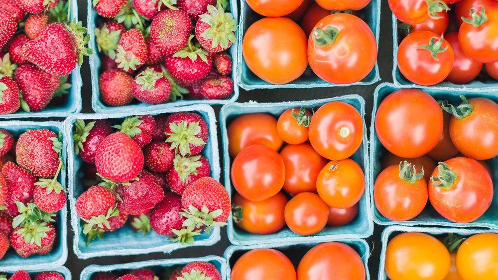 Seasonal fruit - fresh and juicy