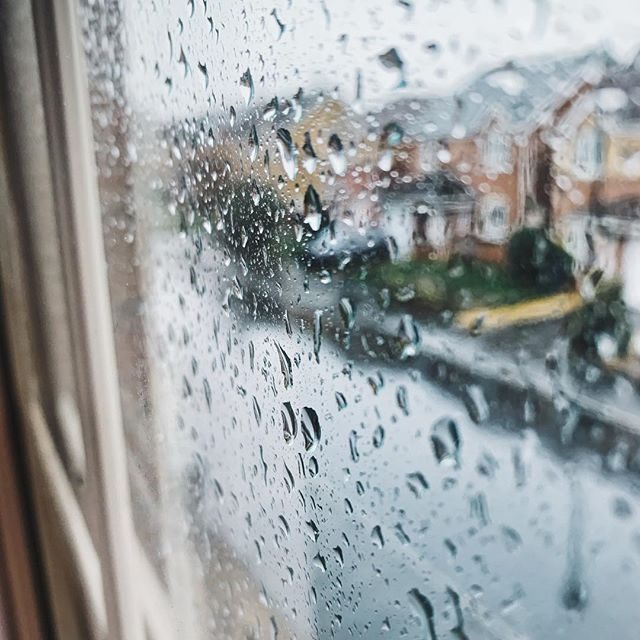 Does anyone else quite like the rain? I find it cleansing and the noise of the raindrops hitting the roof is giving me a soothing background as I get things done this morning 🌧