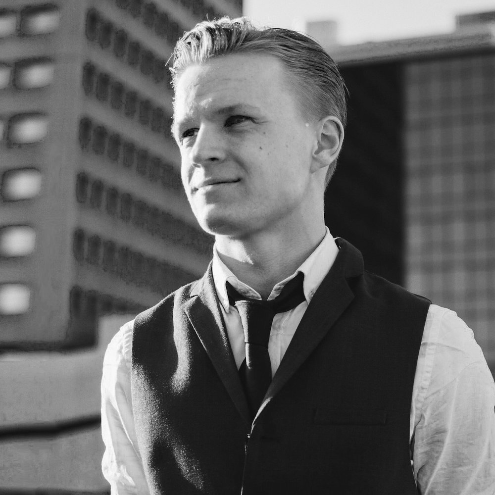 Tom Lulofs - Tom is YouTuber en is de beste in promotie via YouTube, Instagram en Facebook. Hier maakt hij filmpjes over op zijn 'Hoe Gaat Dat' kanaal. Tom maakt voor bedrijven als Coca Cola & ICI Paris branded social media kanalen.
