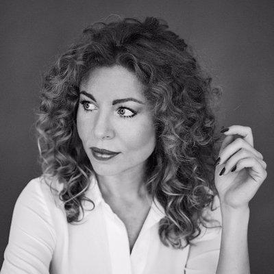 Suzan Eikelenstam - Suzan is auteur van 'Internetgodinnen' en 'Webhelden', over e-commerce en online marketing. Suzan heeft 10 jaar ervaring met hoe je de online kijker in je (web)winkel laat afrekenen.