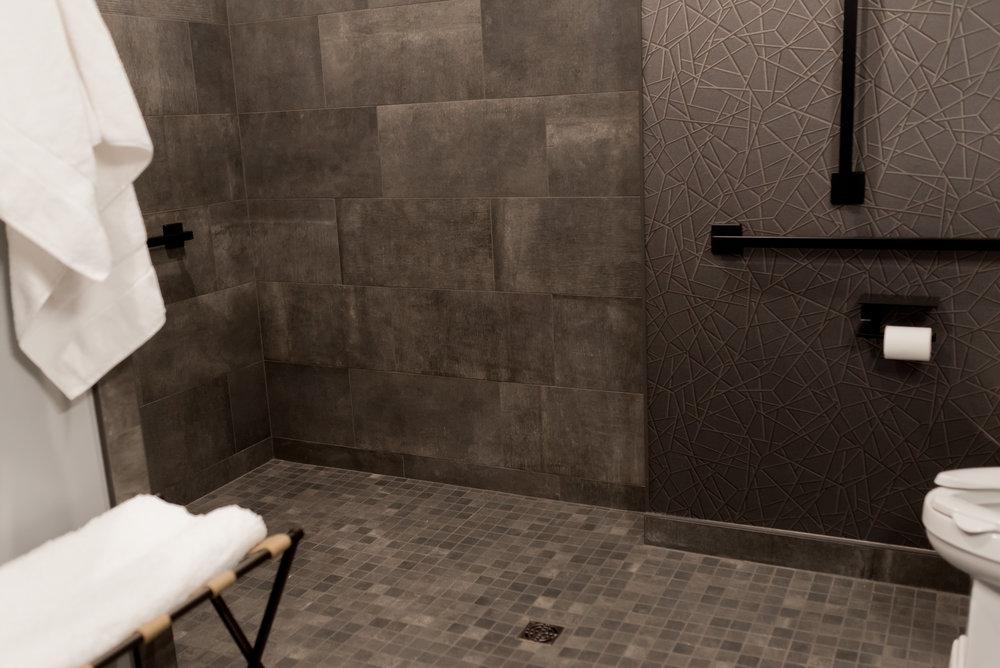 NorthFlatLuxurySuite_Shower_22EastCenter3.jpg