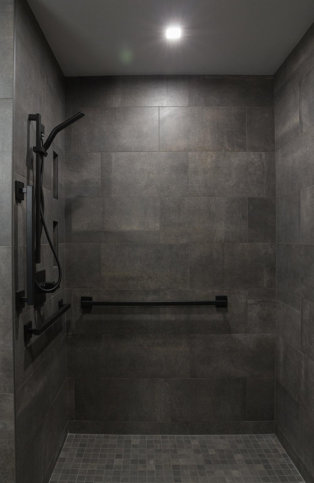 NorthFlatLuxurySuite_Shower_22EastCenter4.jpg