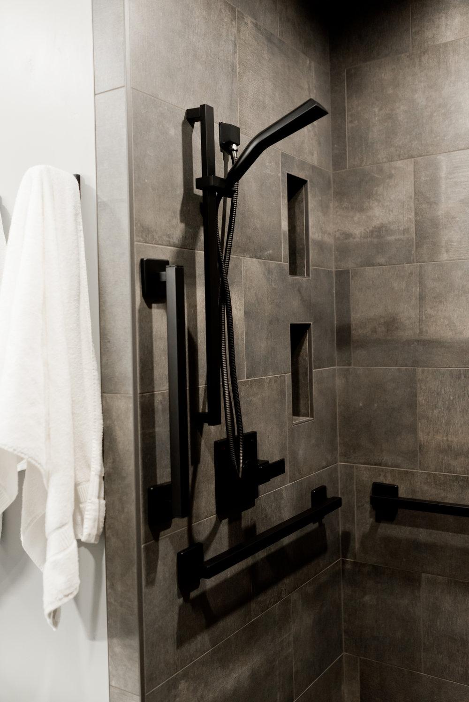 NorthFlatLuxurySuite_Shower_22EastCenter.jpg