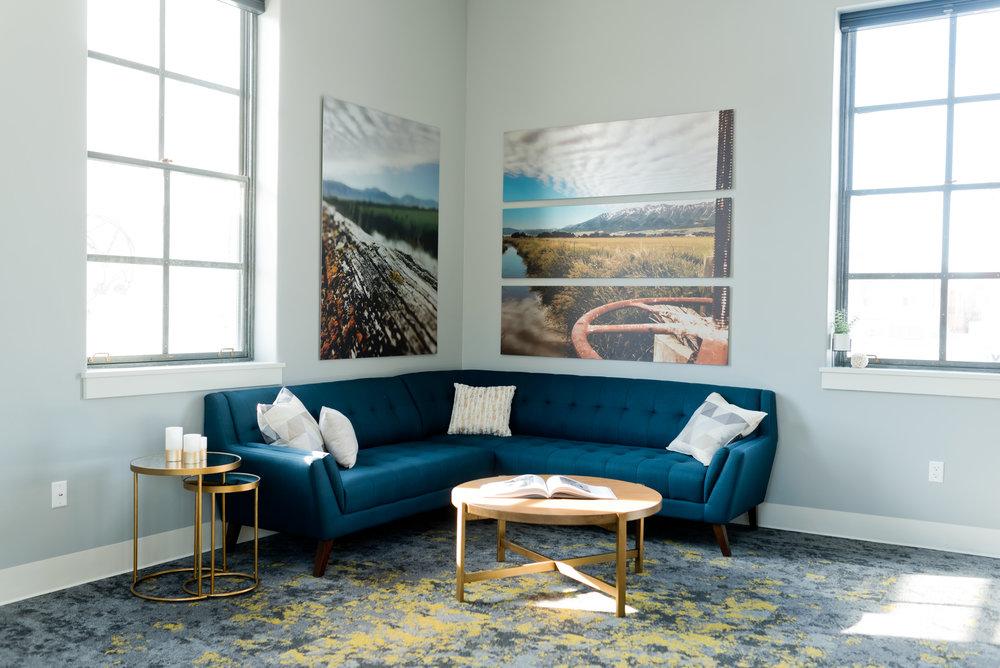 Bedroom Lounge Area - Seats 7