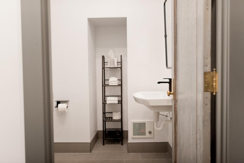 LowerFlatLuxurySuite_Bathroom_22EastCenter1.jpg