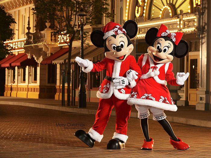 [Wallcoo]_Hong_Kong_Disneyland_christmas_2010_disney_friends_in_their_new_christmas.jpg