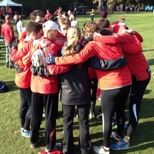 men's xc team huddle.jpg