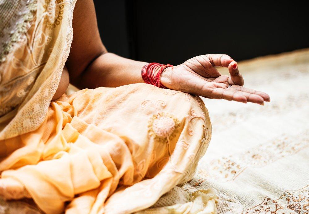 alone-hand-hindu-1321727.jpg