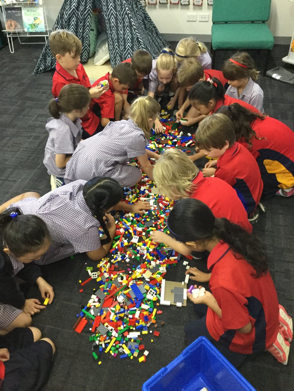LEGO LUNCHTIME CLUB