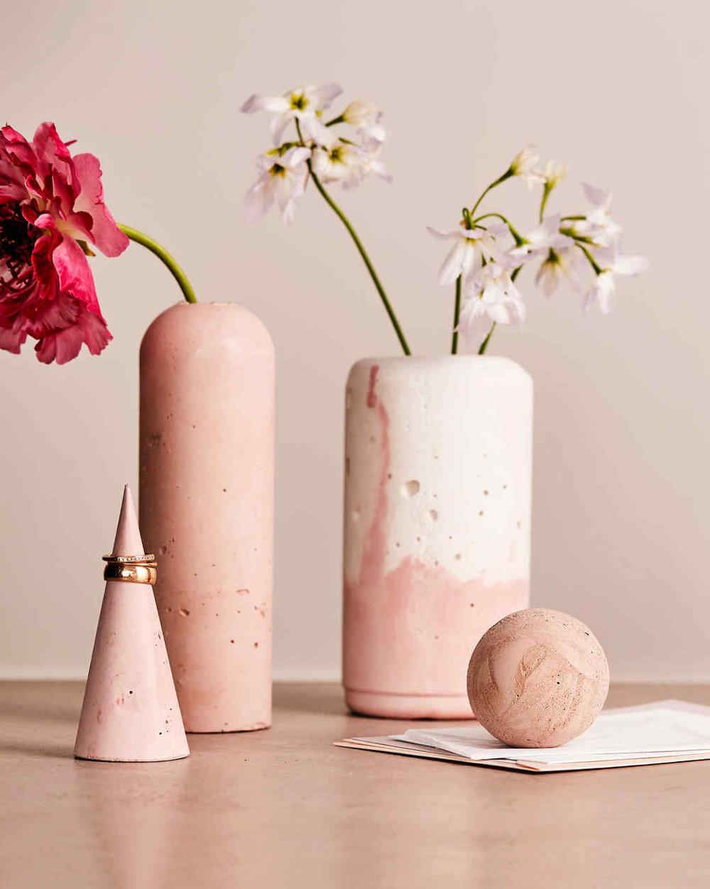 concrete-vases-103311764_vert.jpg