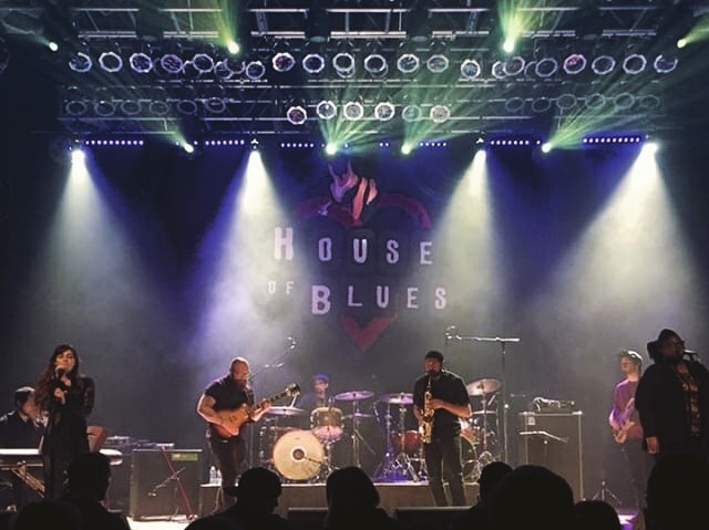 Last night at @hobsandiego was amazing!! Thanks to everyone who came out, @kelly_mcgarry_presents for setting it up and @alteredrevelations @soundslavesandiego @uptheironssd @townshiprebellionsd for sharing the bill with us! 📸 : @rachelkeeeys  Next show is going to be the release show for our next album, Bone Script, at @themerrowsd.. stay tuned for more details!. : : : #sdmusic #listensd #liveshows #houseofblues #fistfightswithwolves #ffww #houseofbluessandiego #livenation #houseofblues #progrock #mathrock #jazz #composition #theatricalmusic #bonescript #saxophone #twodrummers #vocalist #vocals #singer #musicians #music #shred