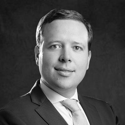 Carlos Gaviria -Investment Director, Paladin Realty Partners - Carlos Gaviria es Director de Inversiones de Paladin Realty Partner con sede en Bogotá. Es el responsable de adquisiciones y gestión de activos de inversiones de la firma en Colombia y para la región andina. El Sr. Gaviria trabajó anteriormente para CMS+GMP Asociados SAS, una empresa de desarrollo de bienes raíces de Colombia, donde fue responsable de la estructuración de varios proyectos de desarrollo residencial y comercial. Antes de eso, trabajó en la industria de la banca de inversión en Colombia.El Sr. Gaviria obtuvo su título como Profesional en Economía de la Universidad de los Andes y tiene una Maestría en Finanzas Corporativas de la Universidad CESA en Bogotá.