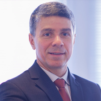 Paulo Roberto Caputo - Partner & CEO, Atrio Hotéis - Mechanical engineer by Federal University of Santa Catarina with a MBA by FGV-SP. Started his career at IBM Brazil as a test engineer, with assignments at IBM Japan and US. Later assumed a role as a Project manager at IBM Brazil, in charge of projects with utilities companies. Left IBM to work for Pizza Hut Brazil, developing stores in SC and SP, as a general manager of a master franchisee. His hotelier career started at Accor Brazil, as a general manager. Later was a founder of Atrio Hoteis S/A, today the largest franchisee of Accor in Brazil, with 30 hotels under operation.Currently is a partner and the CEO of Atrio Hotéis S/A.