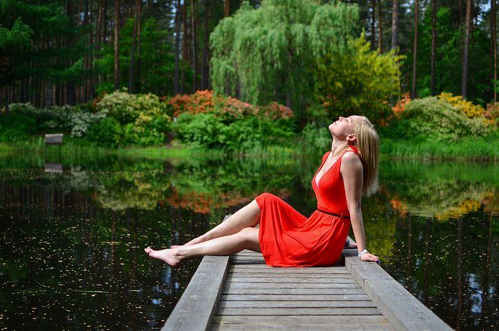 women-1784755__480.jpg
