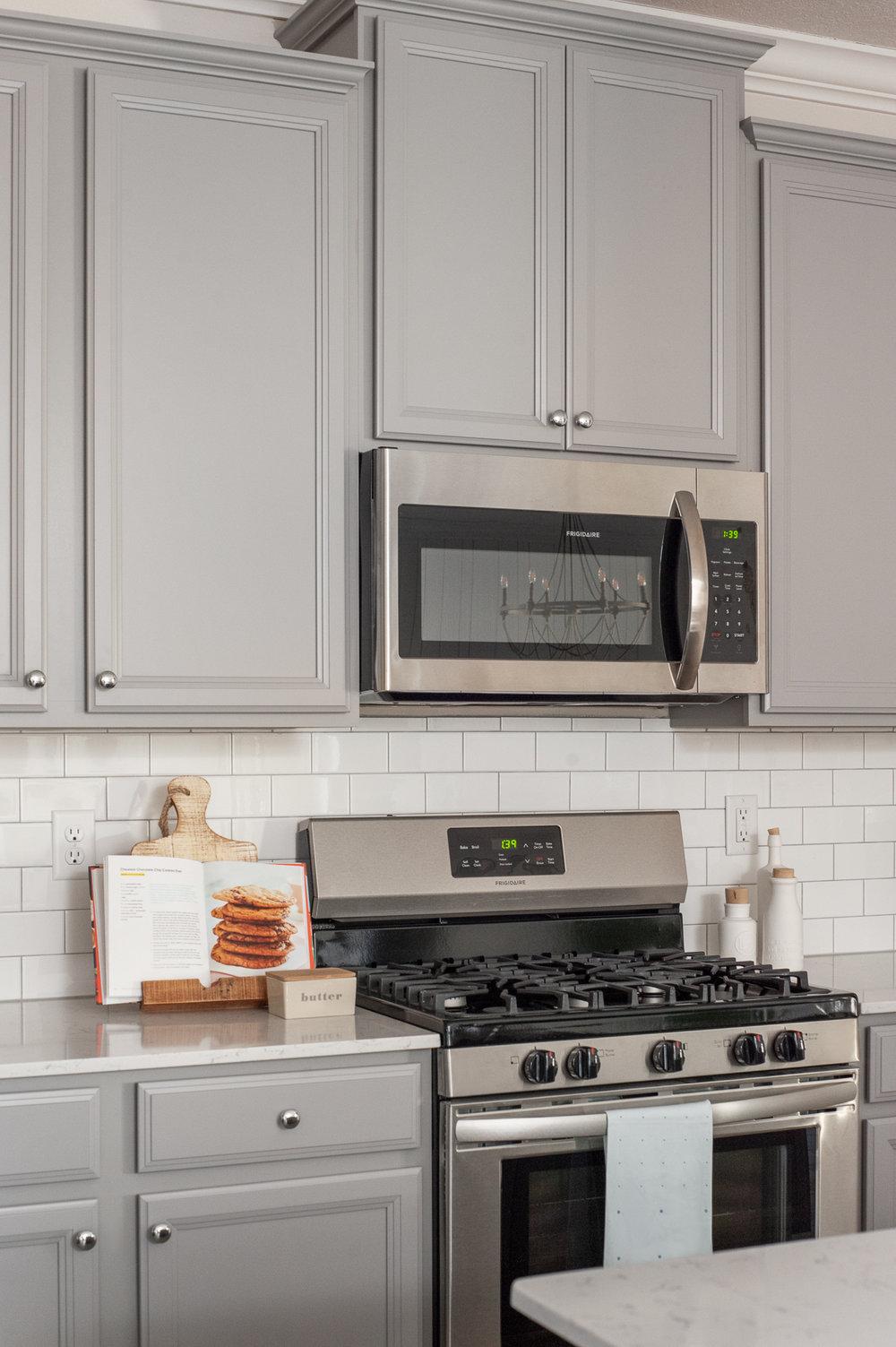 Micamy_Interior Designer_Design_Interior_Model_Merchandising_Kitchen_Grey_Cabinets_Forty West_Lennar_Place Setting_SubwayTile_Farmhouse_Gas Oven.jpg