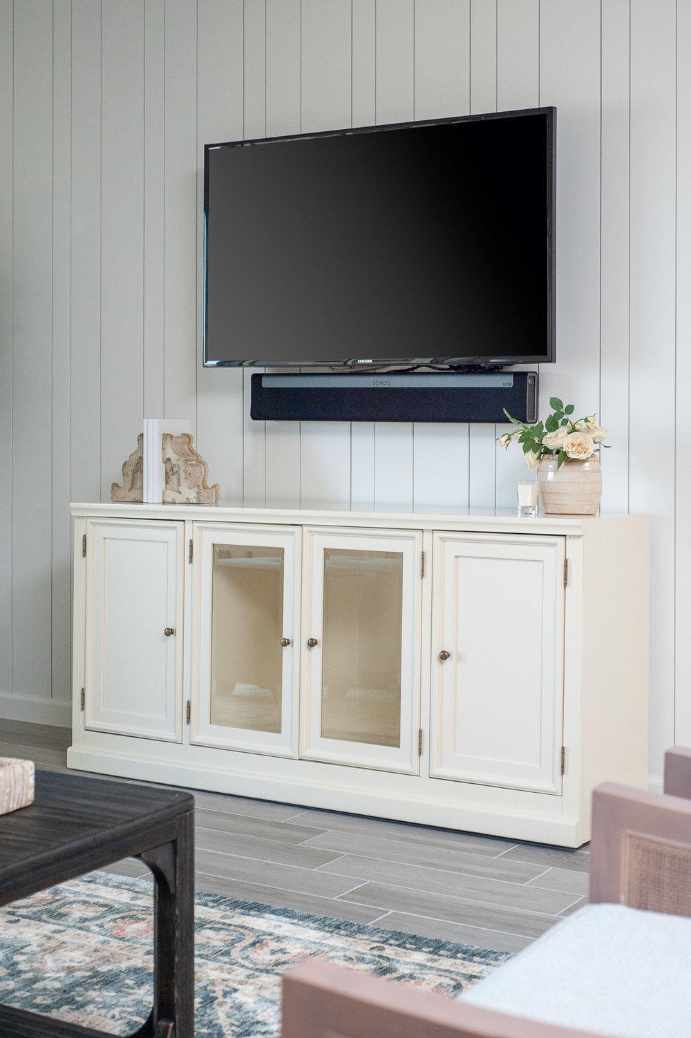 Micamy_Interior Designer_Design_Interior_Model_Merchandising_Living_Room_Universal_Furniture_Traditional_Transitional_Ballard_Entertainment_Shiplap_Rug_Accessory.jpg