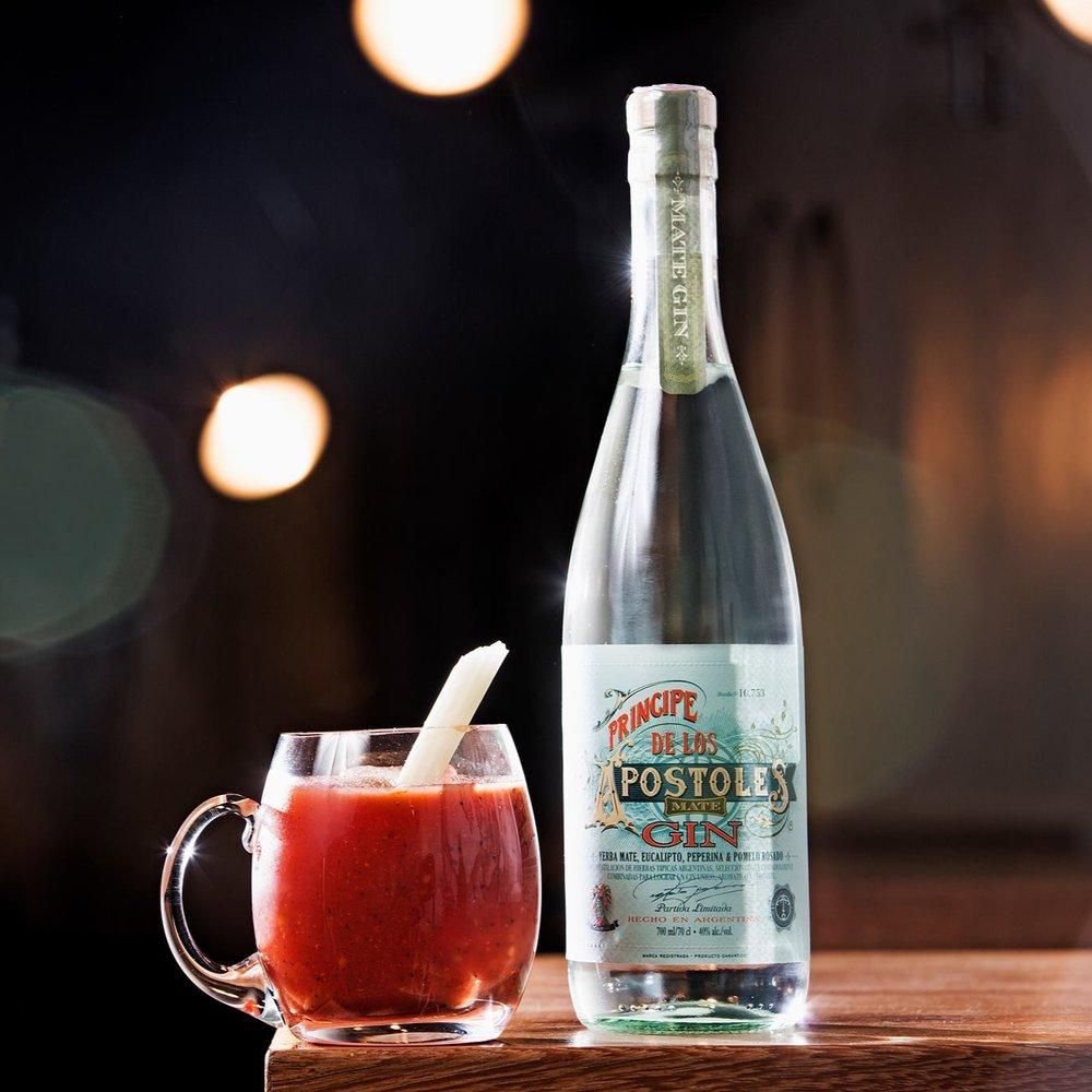 APOSTOLES - Entspricht nicht dem klassischen London Dry Gin, verkörpert eher einen tropischen Geschmack. Der besondere Geschmack entsteht durch Yerba Mate, Grapefruit, Pfefferminz und Eucalyptus.