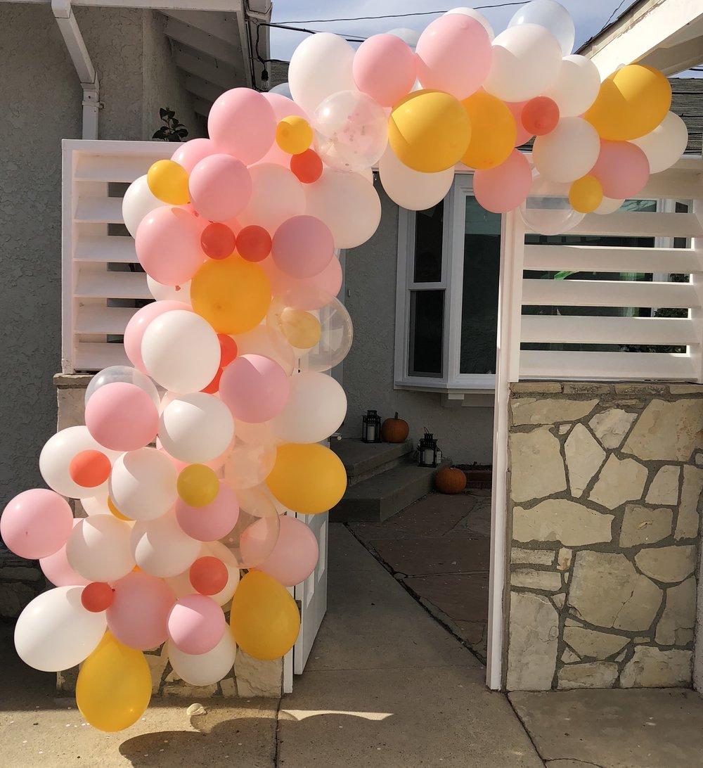 balloon arch front gate diy.JPG