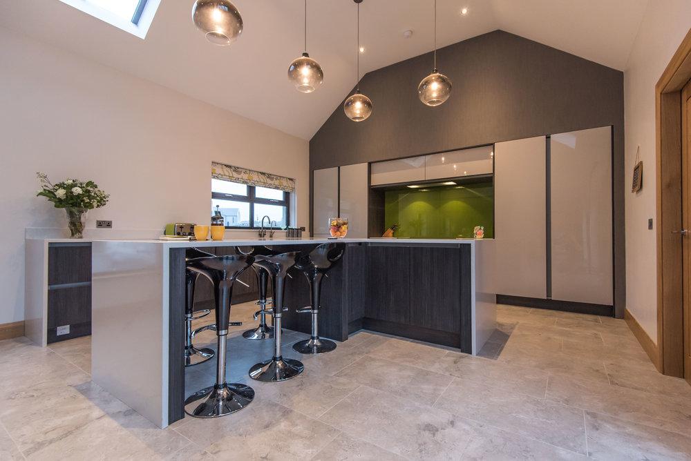 DN -002 -Gloss kitchen.jpg