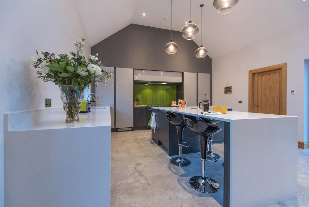 DN -005 -Gloss kitchen.jpg