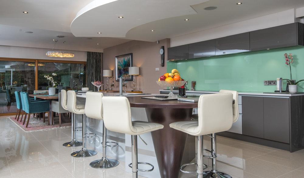LF -006 -Gloss kitchen.jpg