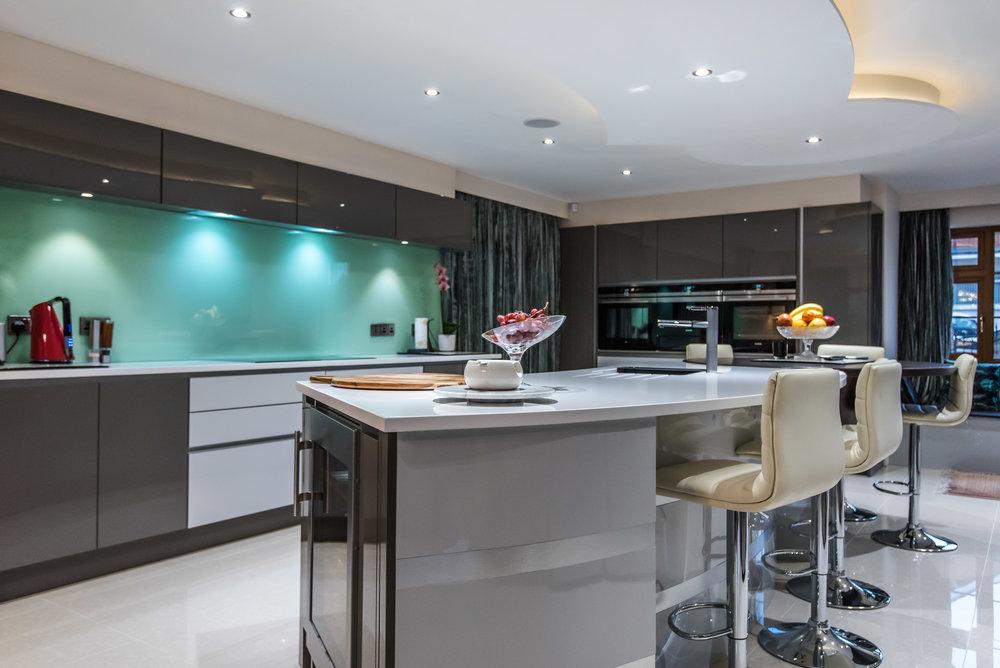 LF -011 -Gloss kitchen.jpg